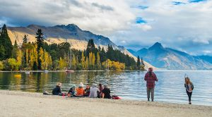 queenstown lake straynz