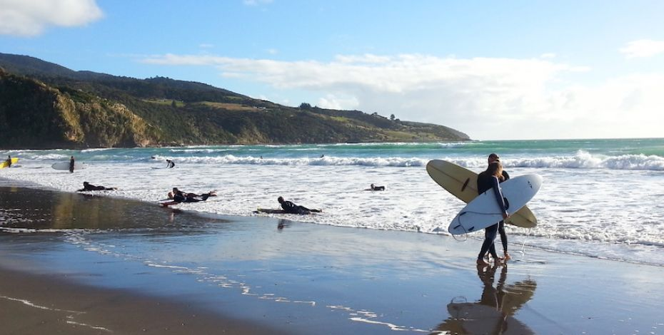 Raglan surfing school beach