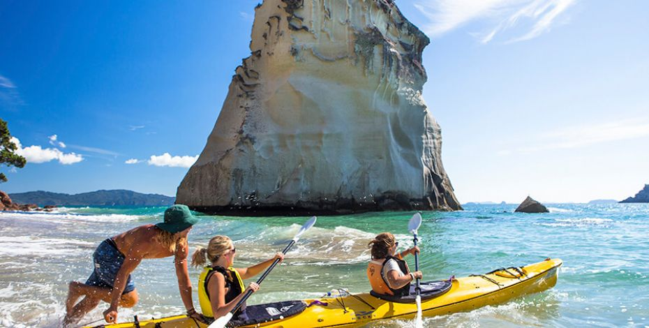 hahei cathedral cove kayaking straynz