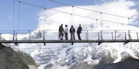 MT COOK hooker valley suspension bridge